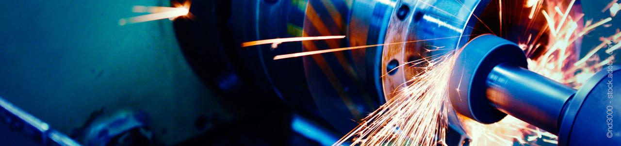 Fotolia_187730030_L_Werkzeugmaschine_CNC_4-25zu1