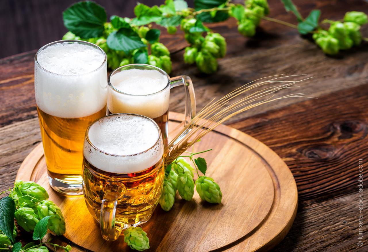 fresh-beer-hop-wood-table-hplc-analysis